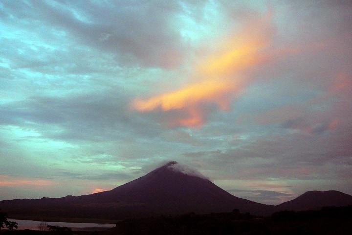 Qué plácido se ve el Volcán Arenal descansando. Foto: Carl Hoening