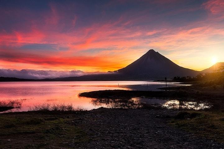 Una fotografía de película es lo que te dará el Volcán Arenal cuando lo visites. Foto: Patrice Sierra