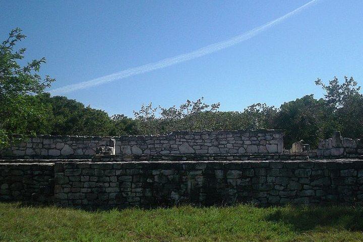 Zona arqueológico maya Xcambó. Ruinas Xcambo. Imagen. Inri