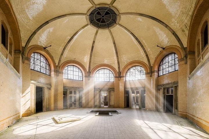 Recorre los baños del Beelitz-Heilstäten y siente el miedo a través de tus poros. Foto: Obsidian Urbex Photography