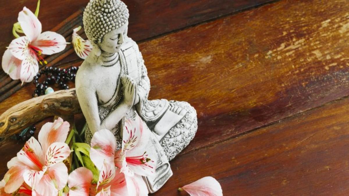 buda-sculpture-with-petals-860×430