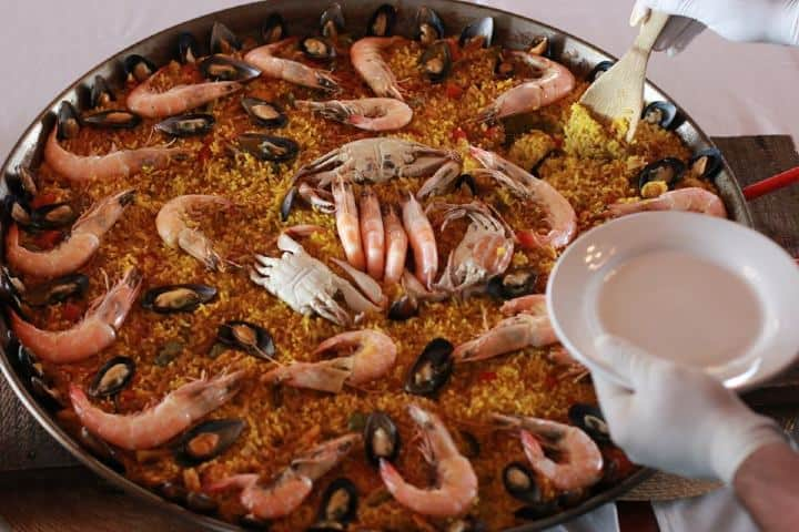 No sé qué esperas para ir por una rica y deliciosa Paella preparada en Freixenet. Foto: Archivo