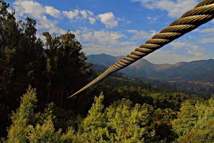 Tirolesa en Grutas de Cacahuamilpa Foto: Nirik