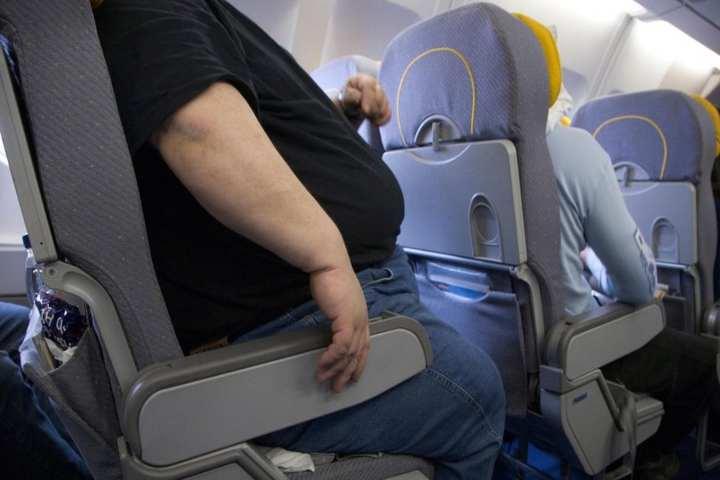 obesos deberían llevar menos equipaje