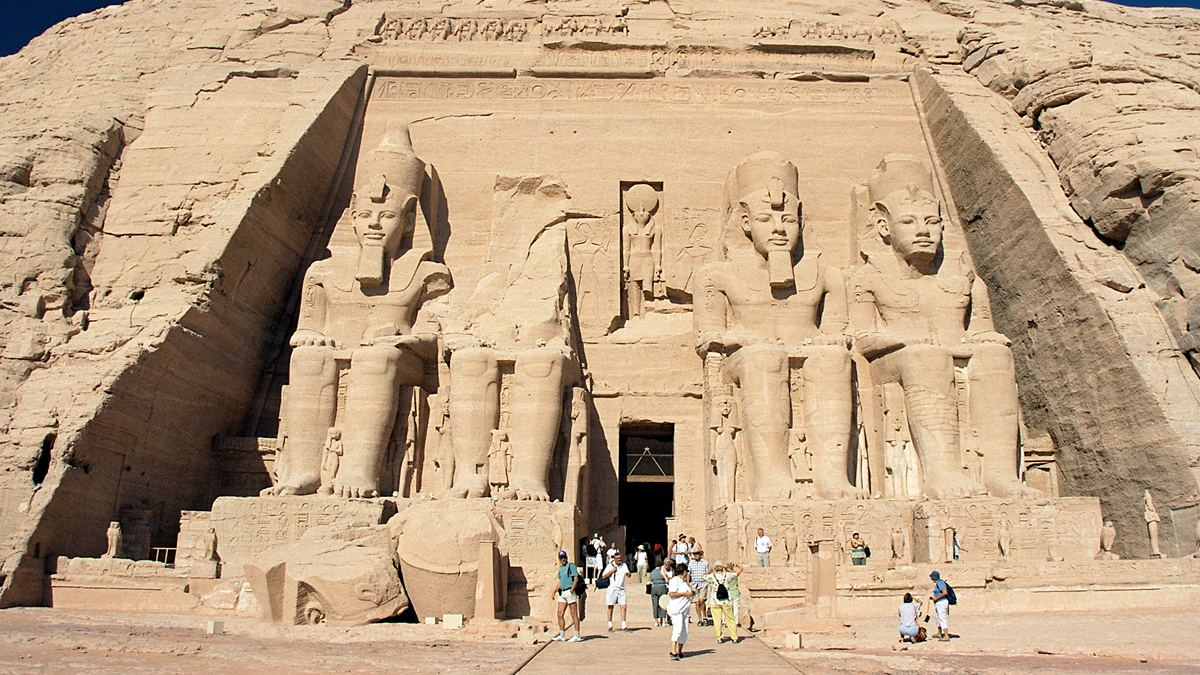 Abu_Simbel,_Ramesses_Temple,_front,_Egypt,_Oct_2004 2