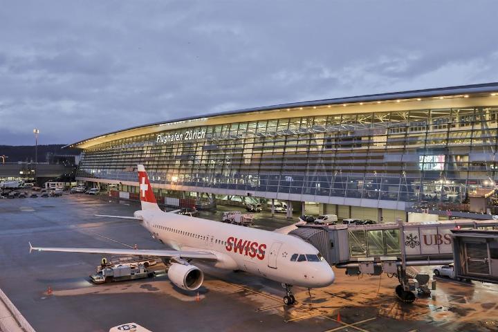 Aerolinia Swiss en el aeropuerto de Zúrich Foto: Europa Press