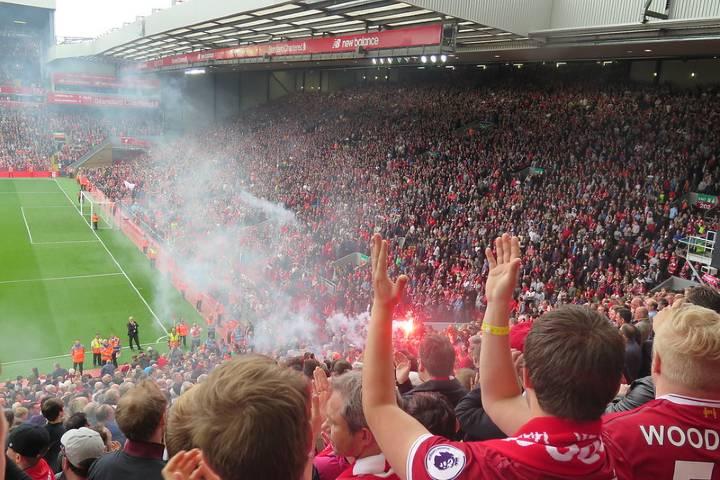 Así se vive un partido del Liverpool. Foto: Arne Sund