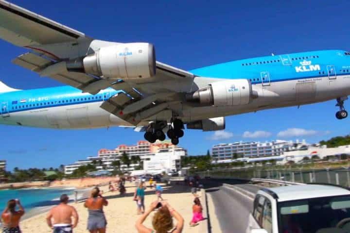 Aterrizaje en Aeropuerto Princesa Juliana Foto: Conocedores