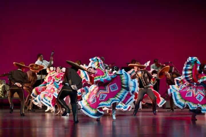 Bailando el Jarabe Tapatío Foto: Plans