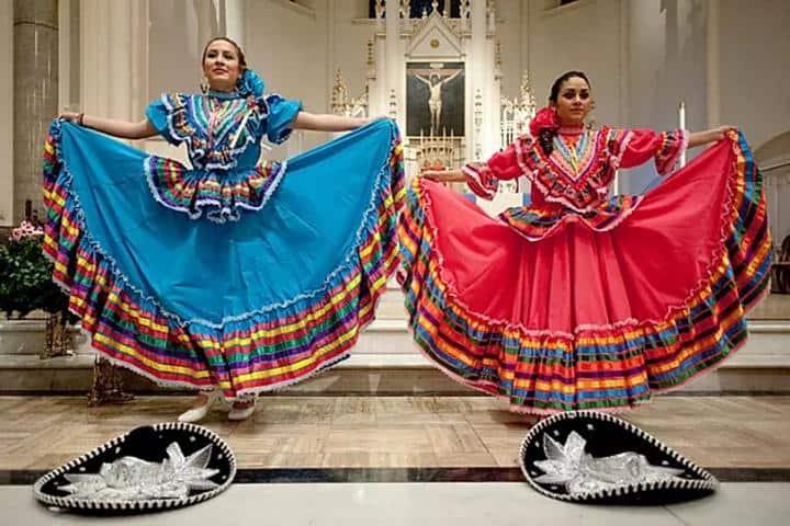 Bailarinas con traje de Jarabe Tapatío Foto: Archivo