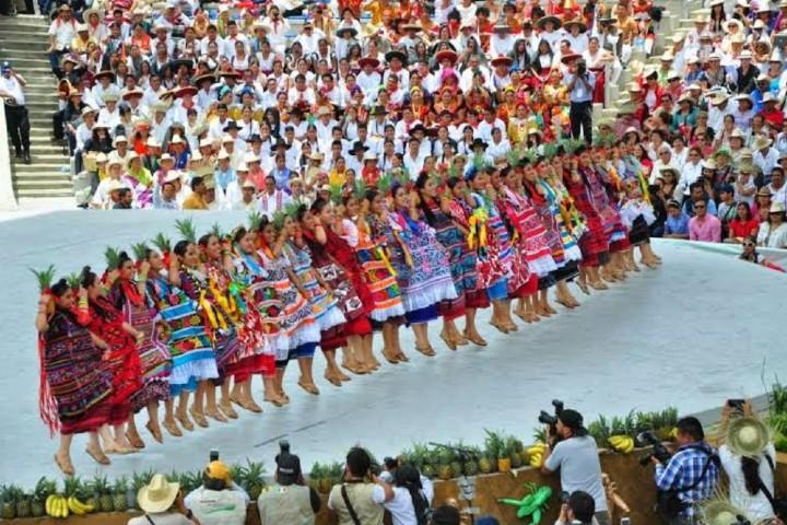 Baile Flor de Piña en la Guelaguetza Foto_ El Muro Mx