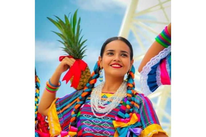 Baile flor de piña foto de Facebook Juchitán de Zaragoza, oax