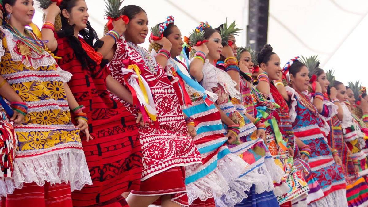 Baile oaxaqueño Flor de Piña