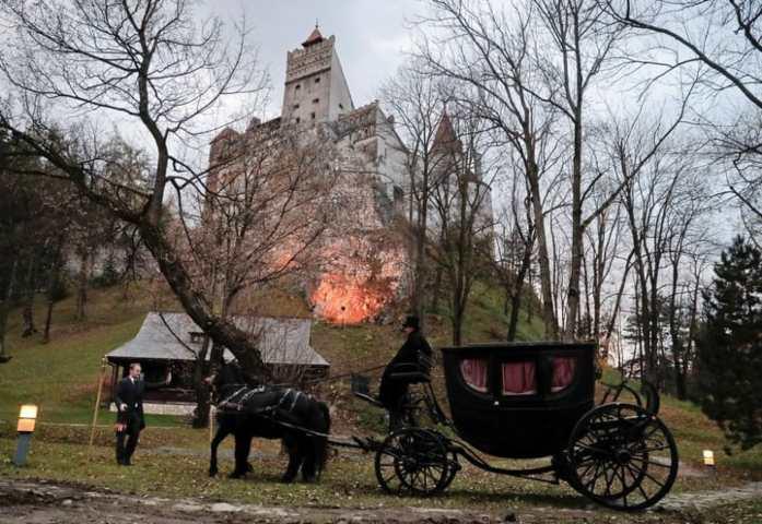Castillo de drácula en transilvania FOTO: concurso AIRBNB