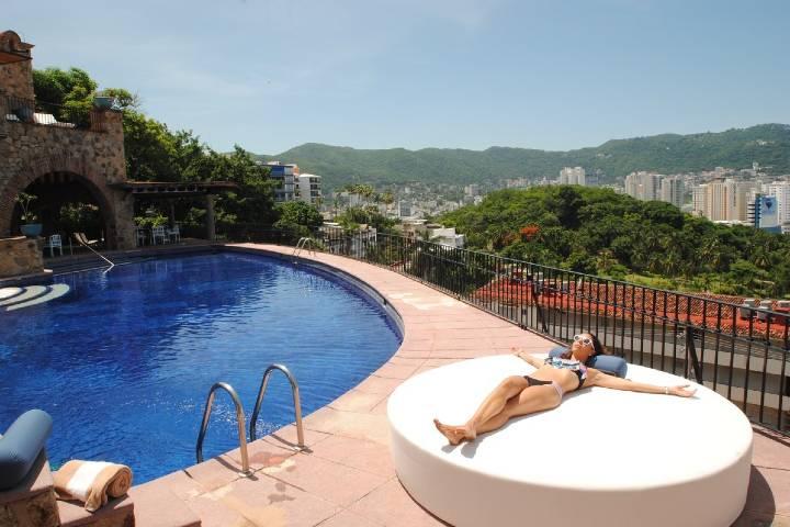 Camas louge y piscina. Foto: casalisa
