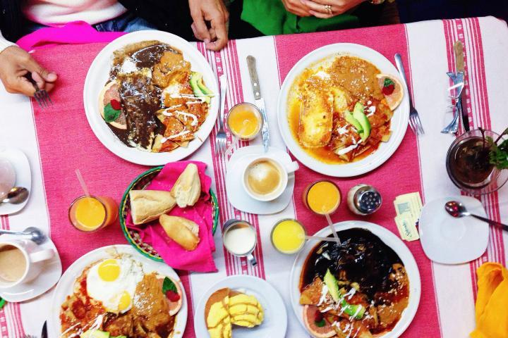 Disfruta de una comida deliciosa dentro del hotel. Foto: Ojos mexicanos