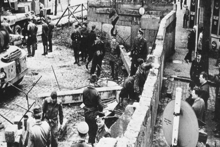 Construccion-Muro-Berlin-Cambio-16