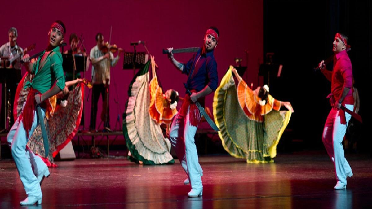 Danza machetes (Mexican Folkloric Dance Company of Chicago)