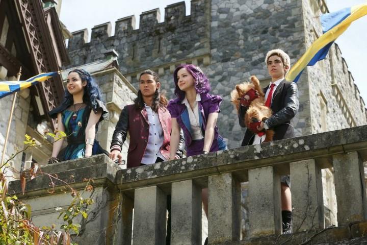 Descendientes la película, desde lo alto del castillo_www.disneylandiaaldia.com