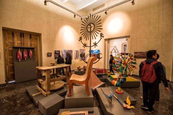 Diversas artesanías donadas por los habitantes. Foto: MUSAC Palacio Municipal