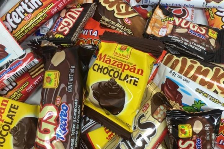 Éstos son algunos de los dulces que puedes comprar en Mundo De La Rosa. Foto: Archivo