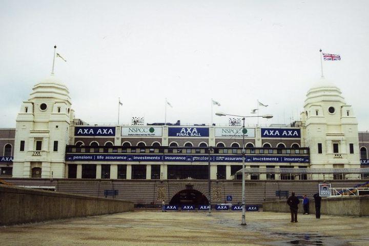 Entrada-al-antiguo-estadio-de-Wembley-Foto-Tim-Callaghan-Flickr