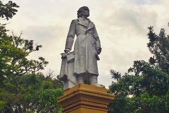 Estatua en el Parque Miguel Hidalgo en Coatepec. Foto: raafelo_e
