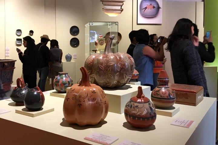 Exposición barros paralelos en el Museo de Arte Popular