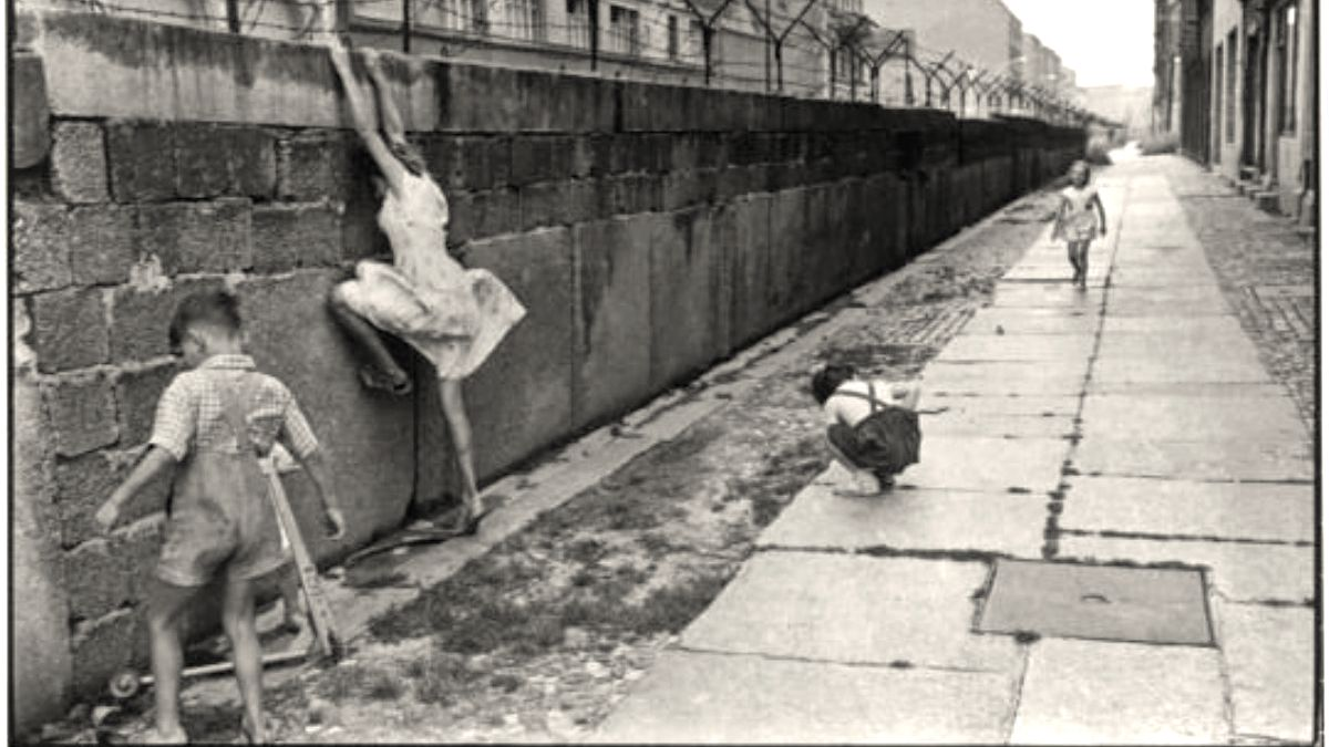 Historia del muro de Berlín. Portada. Foto Ruthasis Green Dog