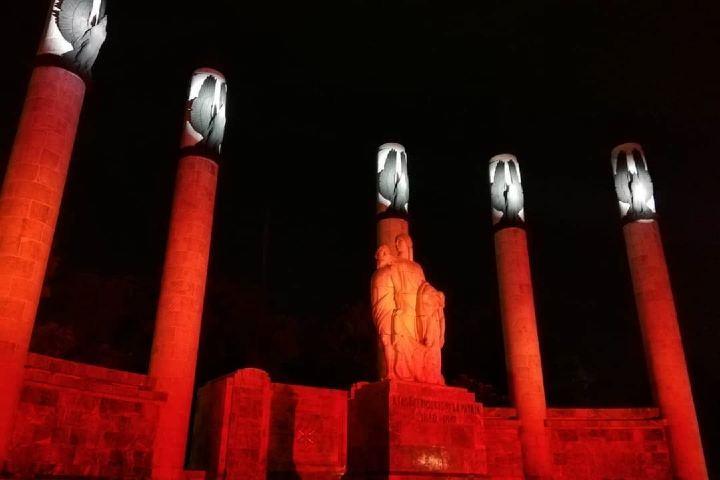 Iluminación nocturna  en el altar a la patria Foto: Paoo4