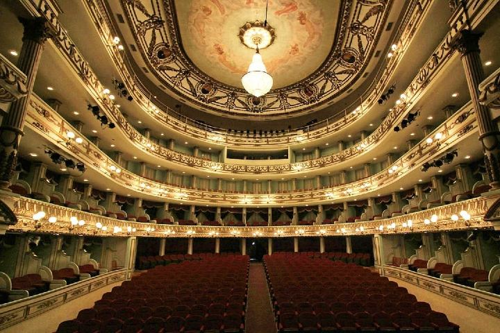 Imagina ver actuar y cantar a tus artistas favoritos en el Teatro Macedonio Alcalá. Foto: teatromalcala