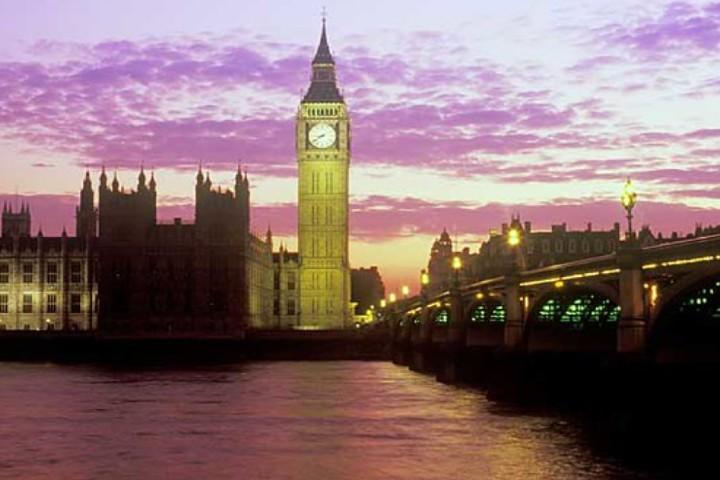 La pequeña inclinación del Big Ben Foto: Sobre Turismo