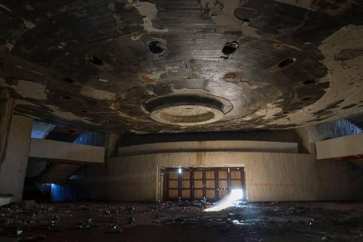 Interior del Monumento Buzludzha completamente abandonado y deteriorado, Foto: Dāvis Kļaviņš