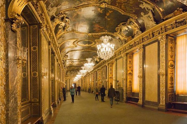 Los bellos interiores del Gran Palacio real en Estocolmo; un destino turístico que vale la pena visitar. Foto: stefan sjogren