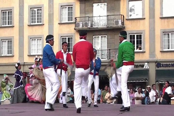 Afila tu machete y prepárate para bailar al ritmo del Baile de los Machetes. Foto: Youtube