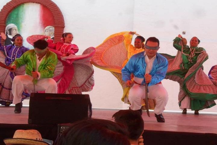 ¿De dónde crees que es el Baile de los Machetes? Foto: Danza Valle de Anáhuac