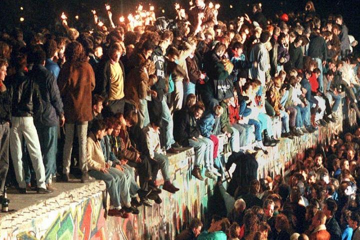 Celebración de la caída. Foto: RTVE