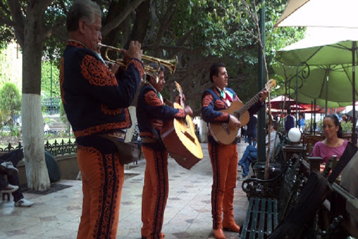 Mariachis-Jardin-de-la-Union-Where-is-Annie
