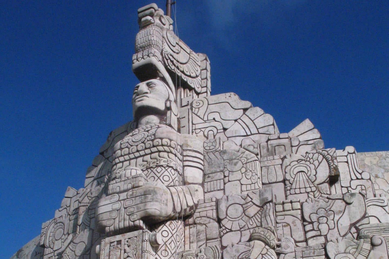 Una de las múltiples esculturas de Dioses.. Foto: ruti