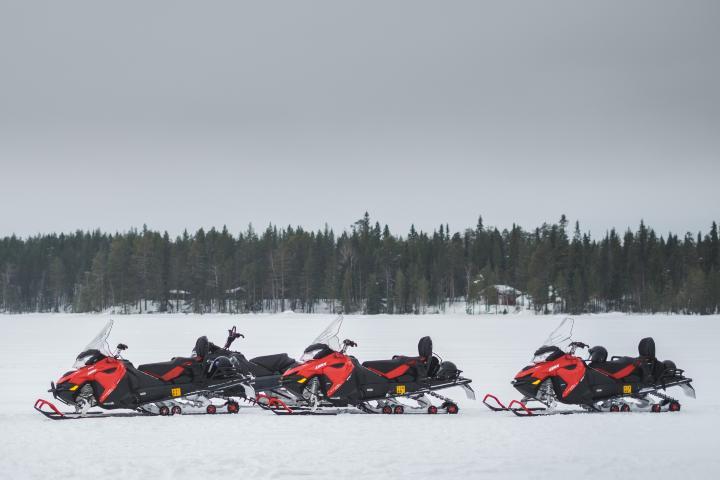 Paseo en motonieve por Laponia finlandesa. Foto: Jérémy Stenuit