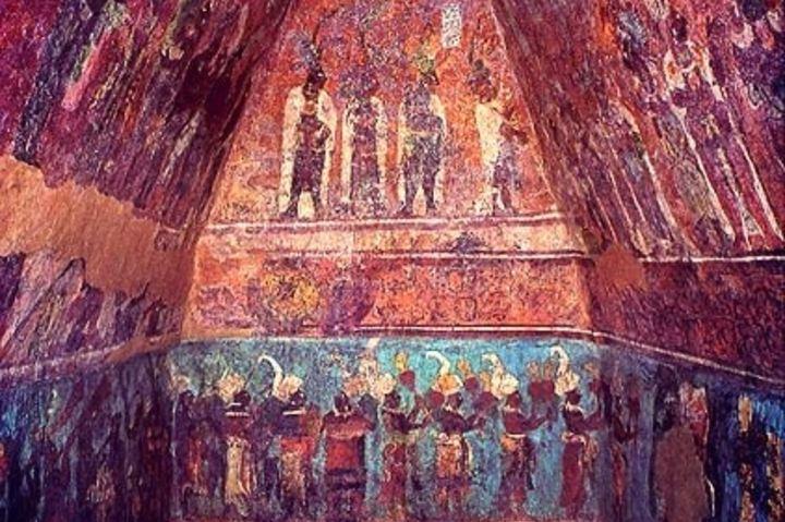 Murales de colores brillantes en la estructura 1 la vida de la nobleza Foto chicomoztoc_7_cuevas_