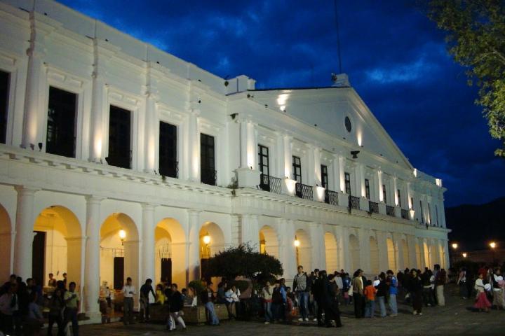 No dejes de conocer el famoso MUSAC. Foto: Mapio net