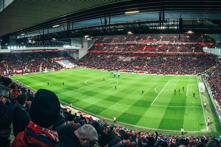 Por lo menos una vez en la vida tienes que vivir un partido del Liverpool en su casa. Foto: dobrocesty.sk