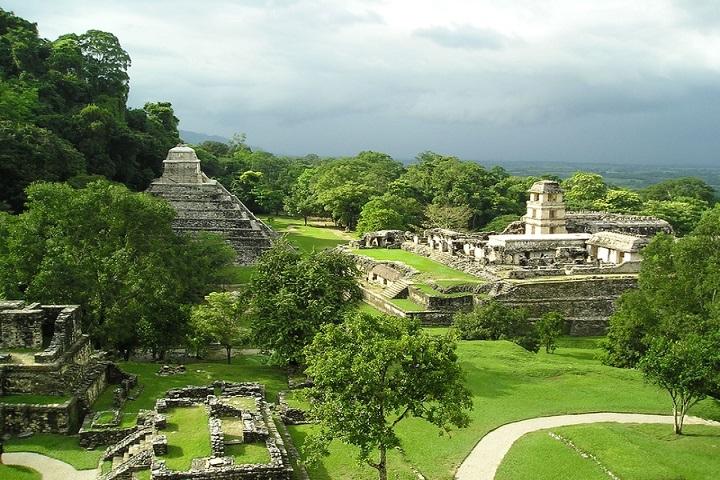 Esta es la Gran Plaza del Palenque en la que se encuentra el Templo de las Inscripciones. Foto: México Destinos