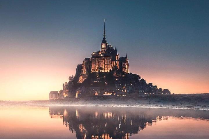 Un hermoso reflejo en el mar Foto: Mont Saint Michel