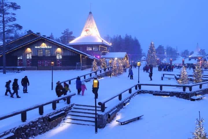 Laponia, una de las ciudades que debes conocer en Navidad. Foto: John Dickinson