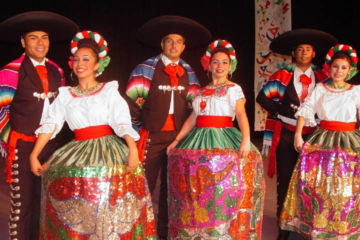 Trajes del Jarabe tapatío Foto: Mas México