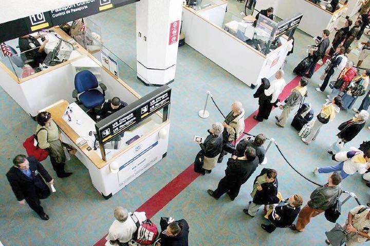Tramita tu pasaporte en el Aeropuerto Internacional de la Ciudad de México. Foto: Archivo