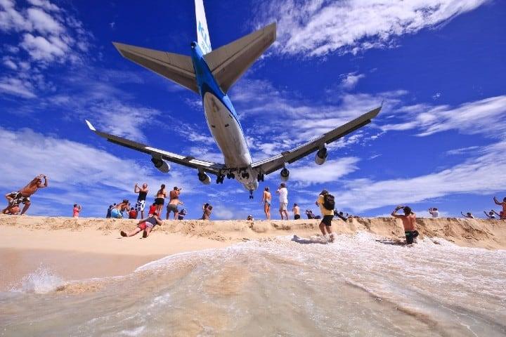 Turistas del aeropuerto Princesa Juliana Foto: El periodico