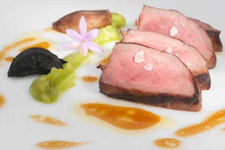 Uno de los muchos platillos que podrás degustar en el restaurante Akelarre. Foto: Archivo
